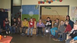 Die Kinder von St. Gunther und die Arnschwanger Grundschüler im Morgenkreis