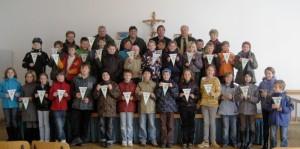 Die erfolgreichen Schüler der Volksschule Arnschwang zusammen mit ihren Ausbildern und den Lehrkräften